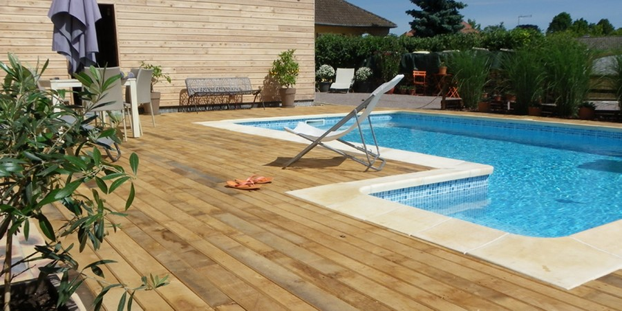 Am nagement d 39 une piscine 10 le bois local en bretagne for Fournisseur liner piscine